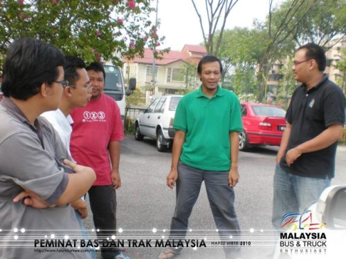 Dari kiri : Aku, Fiz_se, Waktong, Indah & Naeila tgh2 syok bersembang sebelum acara kerahan tenaga bermula